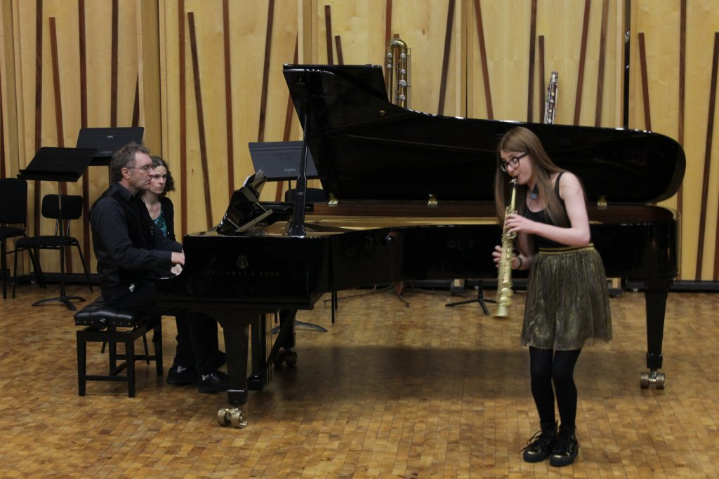 "Jess Gillam playing Itturalde's ""Pequeña Czardas"""