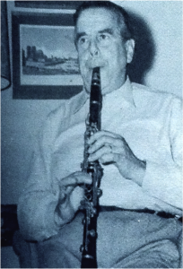 Figure 6: Daniel Bonade (left) and Robert Marcellus; note the position of the clarinet with the tip of the mouthpiece near to or touching the palate