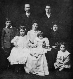 Figure 5. The Manuel Gómez family in 1908. Standing: Henry (Harold's father), Manuel and Manuel son. Sitting: Margot, Adela (Manuel's wife) with Marice Elena in her arms, Adela daughter and Arthur. Gómez family archive, Toronto, Canada.